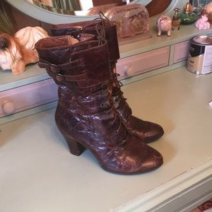 Born crown line boots
